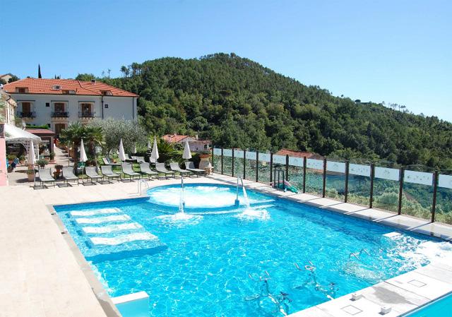Relais bio resort tovo san giacomo savona - Agriturismo liguria con piscina ...