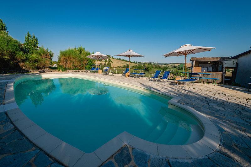 Agriturismo fattoria sulle colline tolentino macerata - Agriturismo piscina interna riscaldata ...
