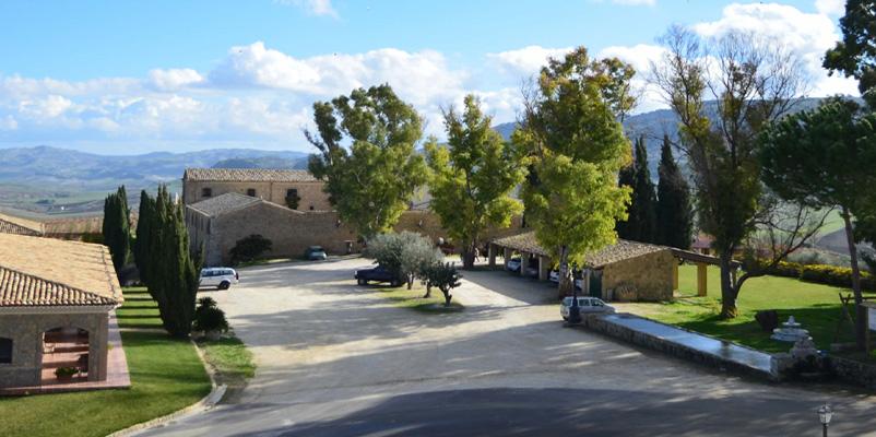 Turismo del vino in sicilia e vacanze in agriturismo - Agriturismo in sicilia con piscina ...