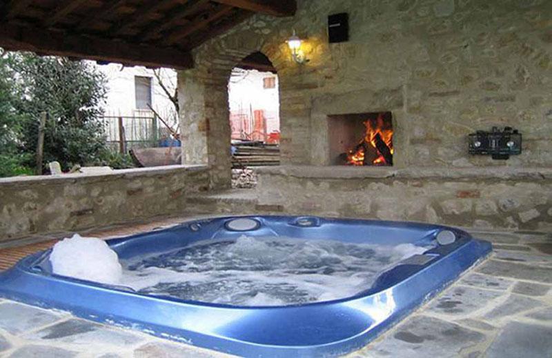 https://www.formulavino.it/Download/Agriturismo/Umbria/Perugia/Citta-di-Castello/818/Piscina3.jpg